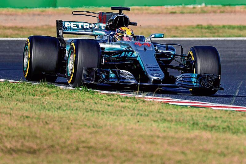 Lewis Hamilton powers to French Grand Prix pole