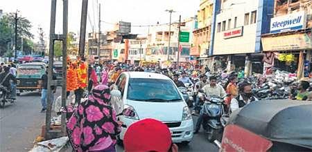 Indore: Jail Road bizmen take over parking system