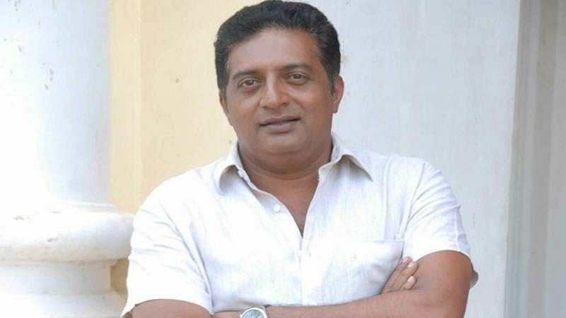 """I am not such a fool to give back my national awards"": Prakash Raj"