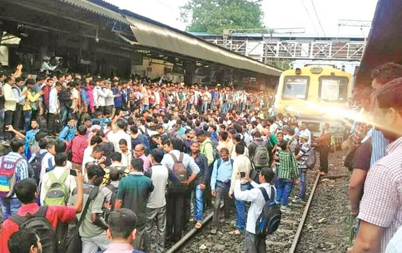 Thane: NCP MLA Jitendra Awhad's rail roko attempt at Kalwa railway station foiled