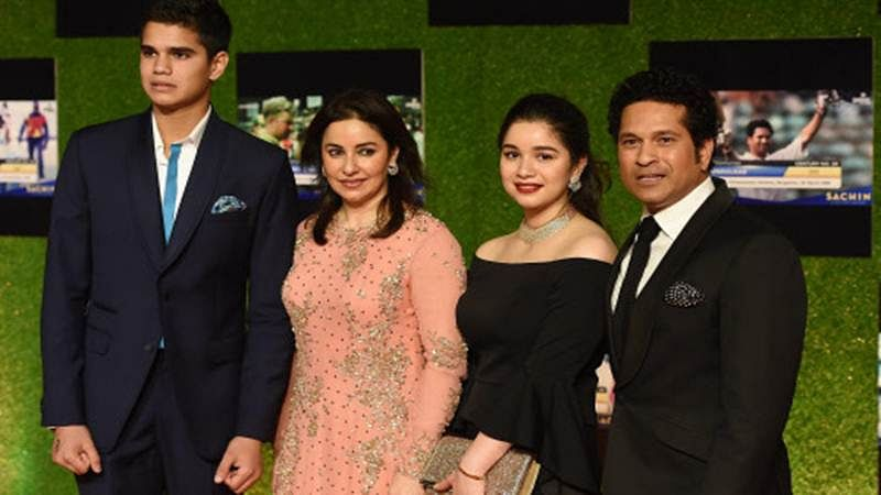 Sachin Tendulkar requests Twitteratis to delete unofficial accounts of daughter Sara, son Arjun