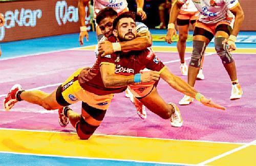 Puneri Paltan narrowly beat UP Yoddha 34-33