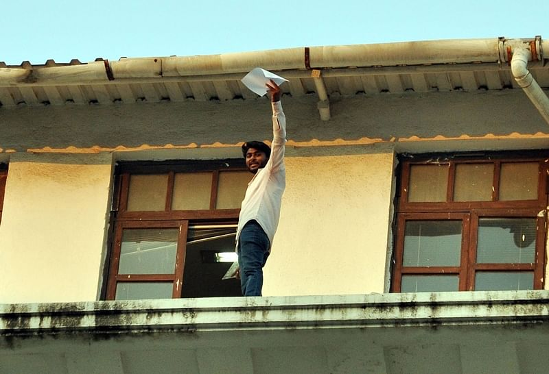Mumbai: Young farmer from Osmanabad district threatens to jump off from Mantralaya