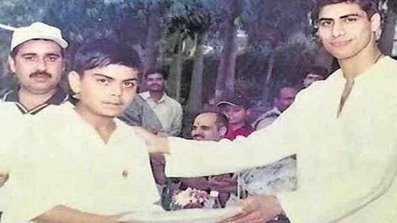 Nostalgia! Old pic of Ashish Nehra giving prize to Virat Kohli goes viral