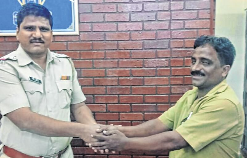 Mumbai: Autorickshaw driver feted by police for his honesty