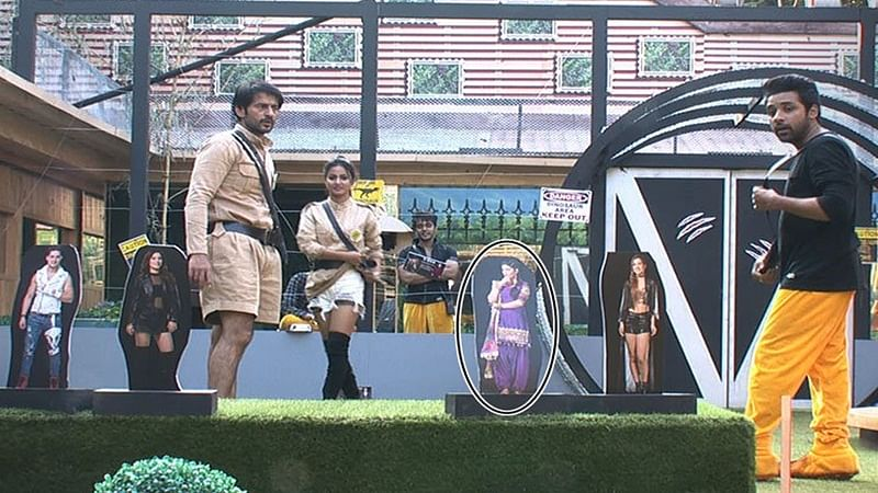 Bigg Boss 11: Puneesh Sharma smashes Sapna Chaudhary's picture over Bandgi Kalra's advice; Day 46 action