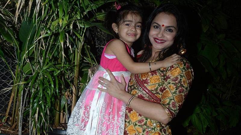 Gurdeep Kohli embraces mother-daughter bond