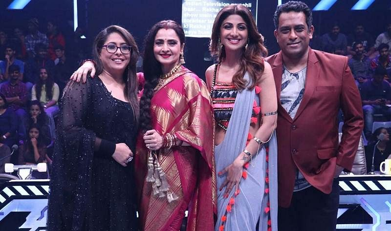 In pictures: Ageless beauty Rekha grooved on the song of Rang Barse on the sets of Super Dance 2