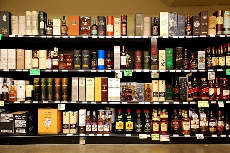 Mumbai: Women's panel to send notices to those selling liquor with feminine names