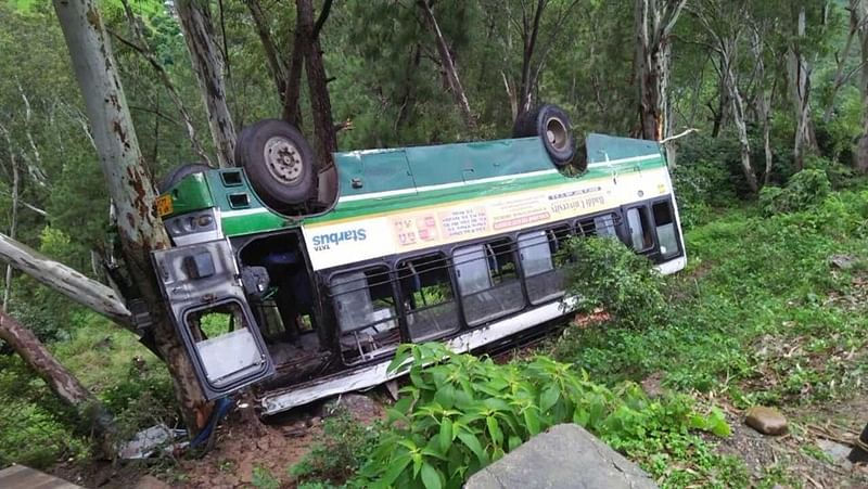 27 killed, 69 injured as bus falls into ravine in Pakistan