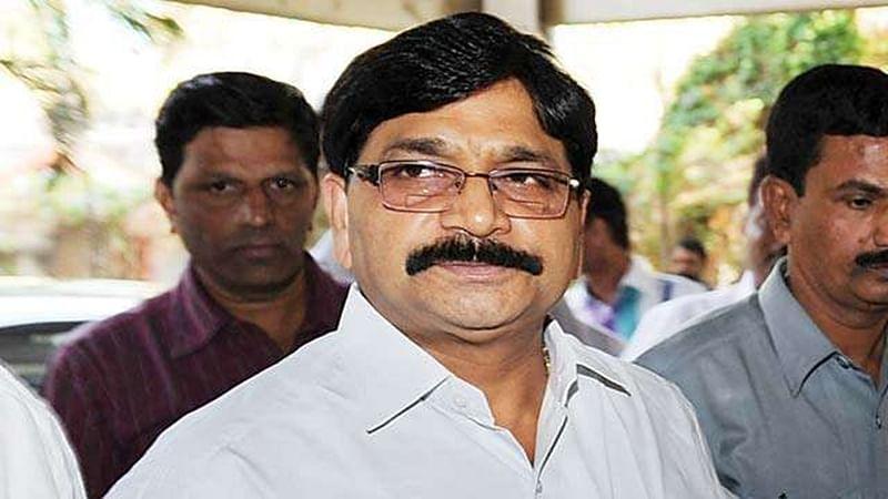 Mumbai: Ravindra Waikar files Rs 25 crore defamation suit against Sanjay Nirupam