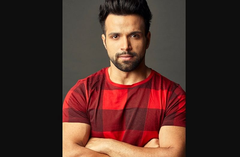 "Rithvik Dhanjani says, ""I love to experiment with my clothes and accessories as an anchor"""
