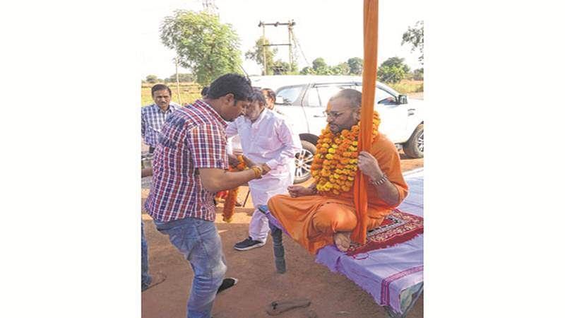 Malegaon accused Swami Amrit Anand Dev Tirth performs 'Shuddhikaran' post release