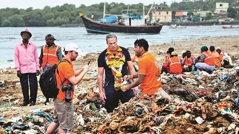 Mumbai: After meeting Chief Minister, Versova beach clean-up to start again