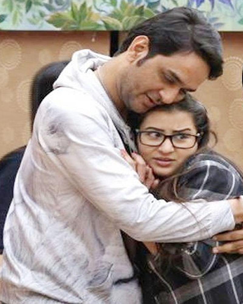 OMG! Bigg Boss 11 rivals Vikas Gupta and Shilpa Shinde were in physical relationship, claims TV actress