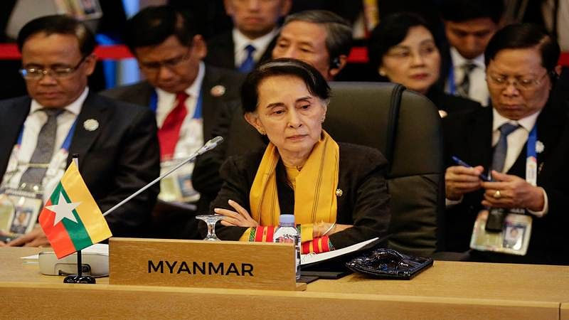 Myanmar's State Councellor and Foreign Minister Aung San Suu Kyi looks on during the 9th ASEAN UN Summit on the sideline of the 31st Association of Southeast Asian Nations (ASEAN) Summit in Manila on November 13, 2017.  World leaders are in the Philippines' capital for two days of summits.  / AFP PHOTO / POOL / Linus ESCANDOR II