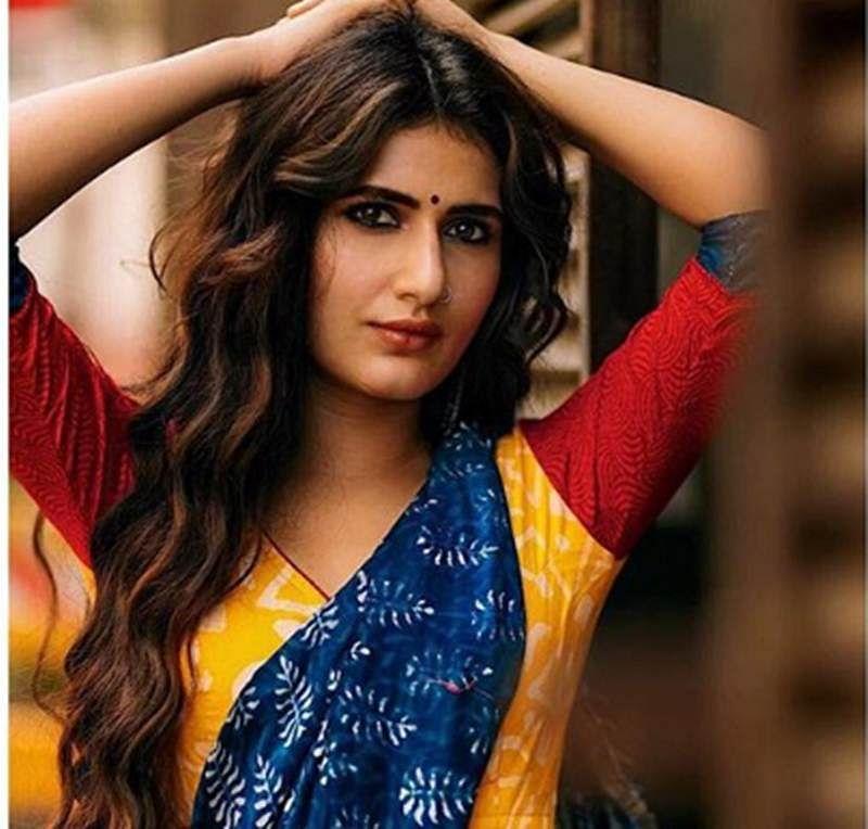 OMG! Fatima Sana Shaikh looks extremely hot in blue sari
