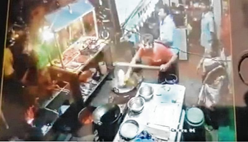 Mumbai: Chinese eatery staff throws hot oil at customer in Ulhasnagar, video goes viral