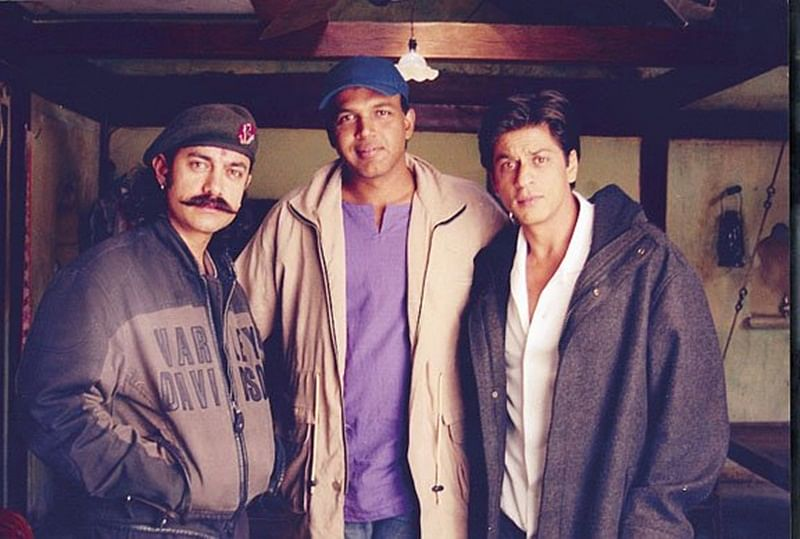 Throwback: These images of Shah Rukh Khan and Aamir Khan on sets of Ashutosh Gowariker's Swades will give you a nostalgic feel