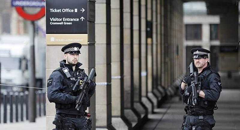 British police arrest 4 suspects in anti-terror raids