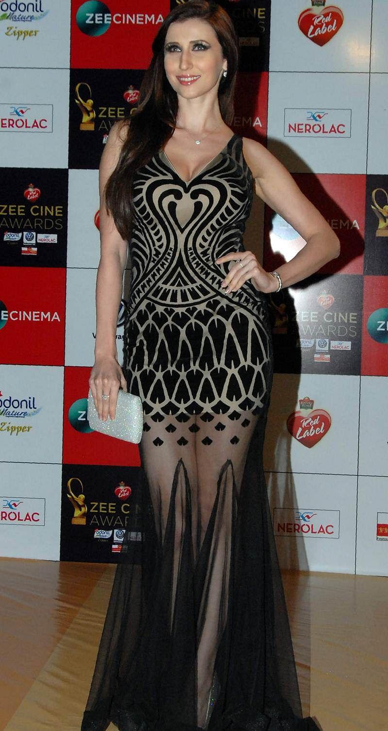 Claudia Ciesla attends the 'Zee Cine Awards 2018' ceremony in Mumbai on December 19, 2017. / AFP PHOTO / Sujit Jaiswal