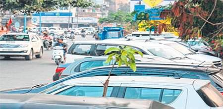 Indore: Illegal parking: By the people, for woes of people