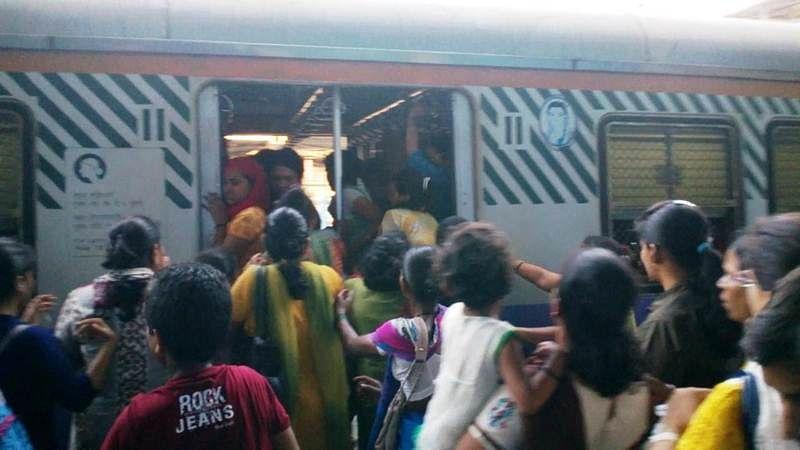 Mumbai: RPF make women commuters queue up before boarding local trains