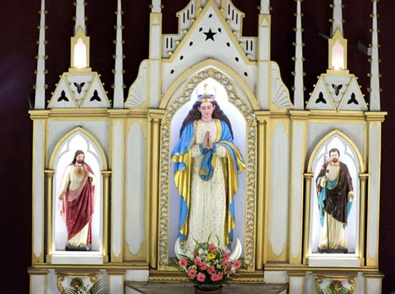 Mumbai: Churches decked up as devotees gather for Easter mass
