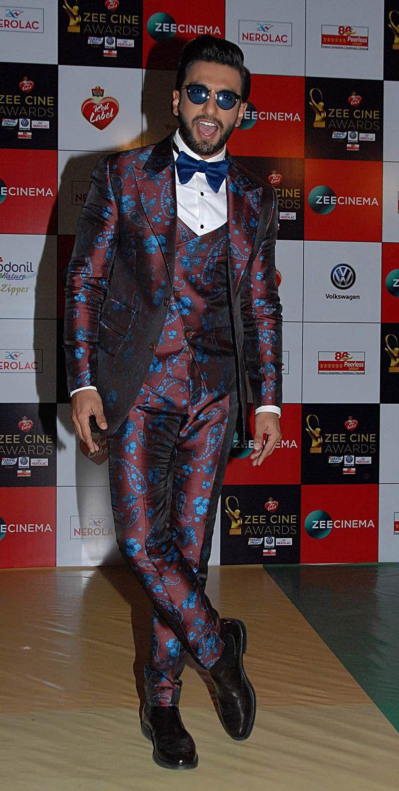 Ranveer Singh attends the 'Zee Cine Awards 2018' ceremony in Mumbai on December 19, 2017. / AFP PHOTO / Sujit Jaiswal