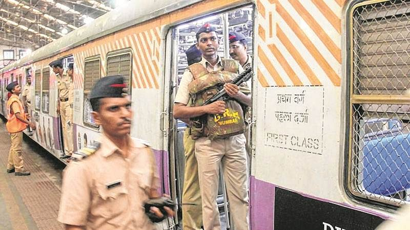 Mumbai: RPF official helps reunite 4-year-old with mom