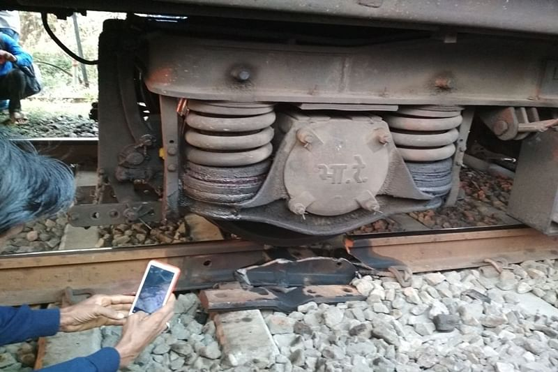Mumbai: Train services affected due to rail fracture between Ambernath-Badlapur station