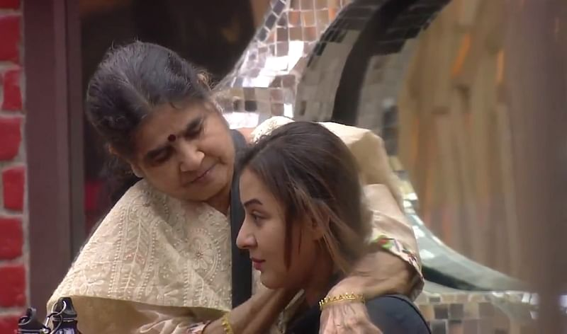 Bigg Boss 11: Shilpa Shinde's mother left everyone in tears with her definition of 'MOTHER'; watch video