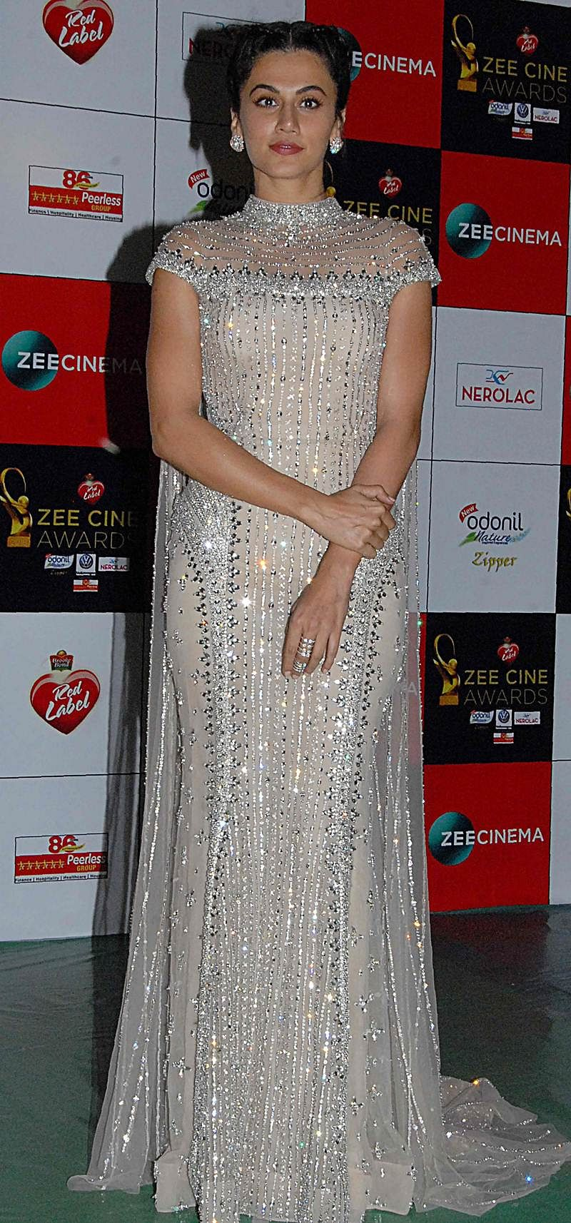 Taapsee Pannu attends the 'Zee Cine Awards 2018' ceremony in Mumbai on December 19, 2017. / AFP PHOTO / Sujit Jaiswal