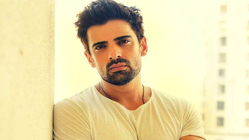 Mohit Malik doesn't let injury get in way of work