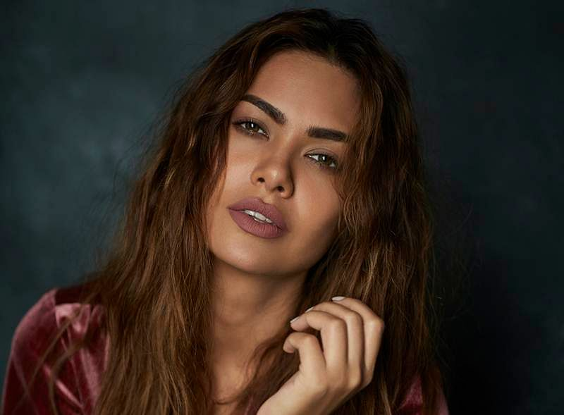 Esha Gupta to the rescue