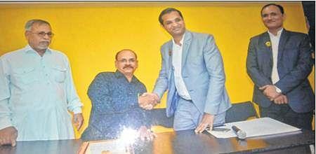 Ujjain: Polio afflicted Aarif pens poems to enter Limca Book