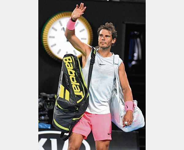 Spain's Rafael Nadal waves to the crowd after retiring against Croatia's Marin Cilic during their men's singles quarter-finals match on day nine of the Australian Open tennis tournament in Melbourne on January 23, 2018. / AFP PHOTO / WILLIAM WEST / -- IMAGE RESTRICTED TO EDITORIAL USE - STRICTLY NO COMMERCIAL USE --
