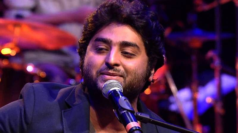 Watch: This video of Arijit Singh at a concert is going viral, but for all wrong reasons