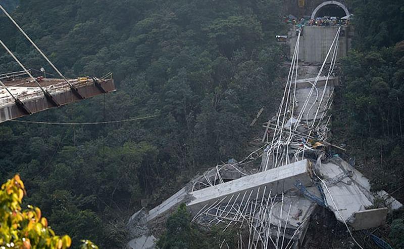 Bridge collapse kills 10 in central Colombia