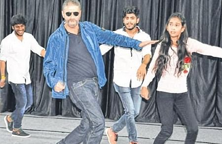 Ujjain: Chunkey Pandey attends function in MIT