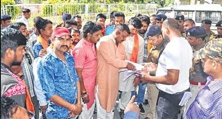 Ujjain: Hindu Mahasabha, Gouraksha Nyas seek removal of illegal shops near Mahakaleshwar