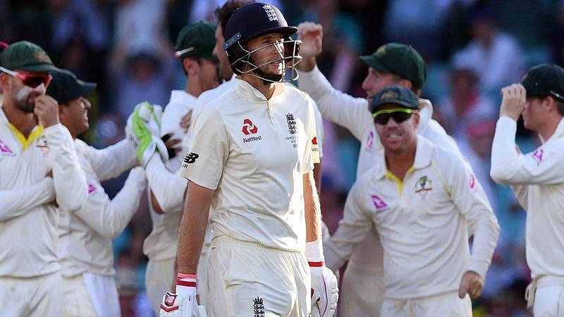 Joe Root (C) reacts after being dismissed by Austalia on the first day of the fifth Ashes Test. / AFP PHOTO / WILLIAM WEST
