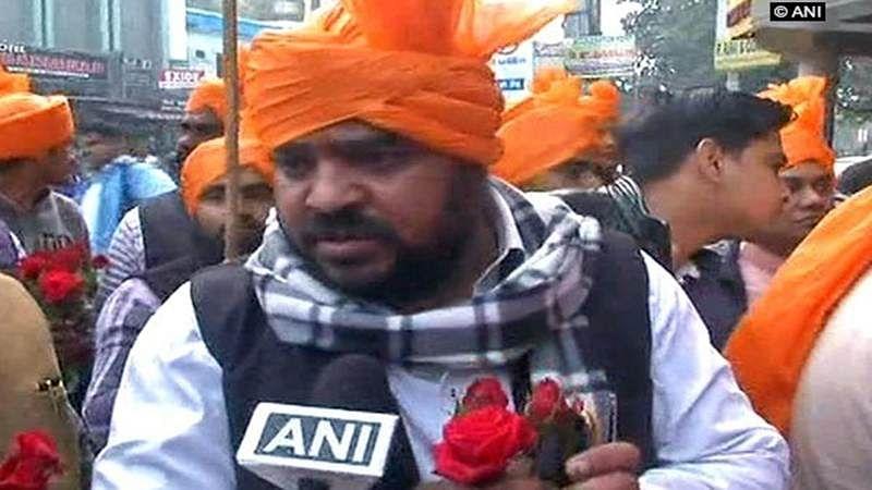 Padmaavat releases: Instead of violence, Karni Sena adopts 'Gandhigiri' in Lucknow