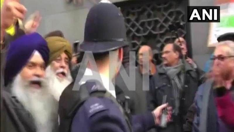 Clashes erupt outside Indian High Commission in London as British Lord calls for Kashmir's Independece on R-Day