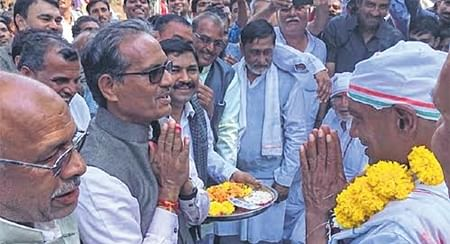 Bhopal: CM's brother accords warm welcome to Diggi in Jait