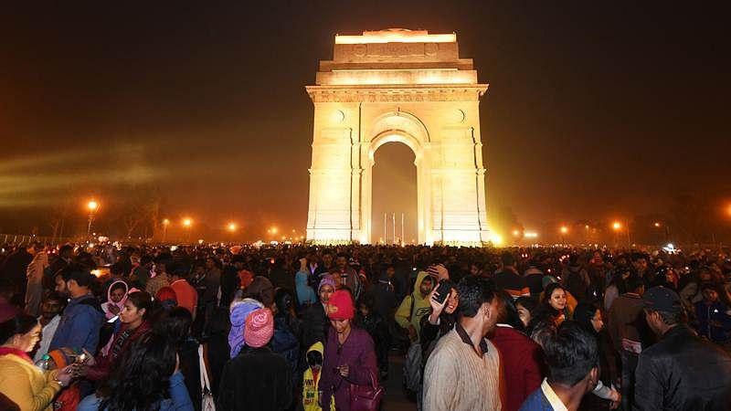 Mentally unstable woman shouts 'Pakistan Zindabad,' creates ruckus near India Gate