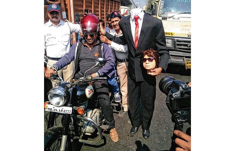 Thane: Headless man with a message on the streets