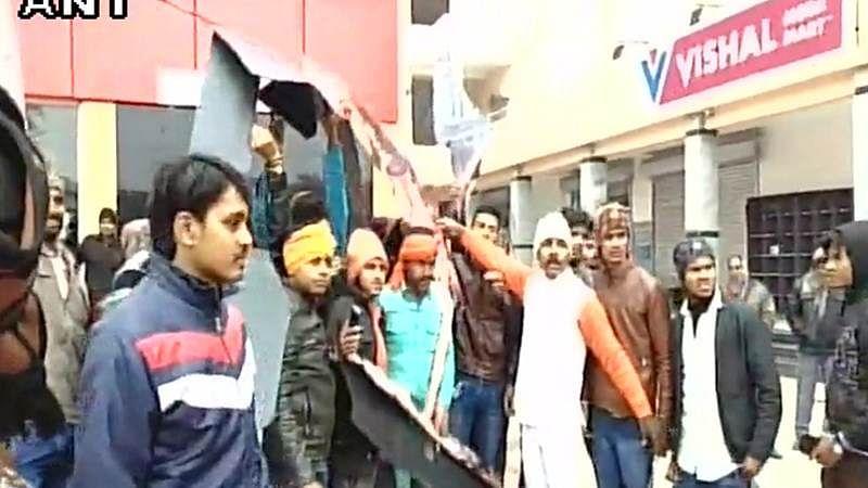 Padmaavat row: Karni Sena vandalised cinema hall in Bihar