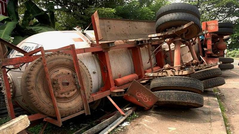 Thane: Gas tanker overturns, disrupts vehicular movement; No injury reported