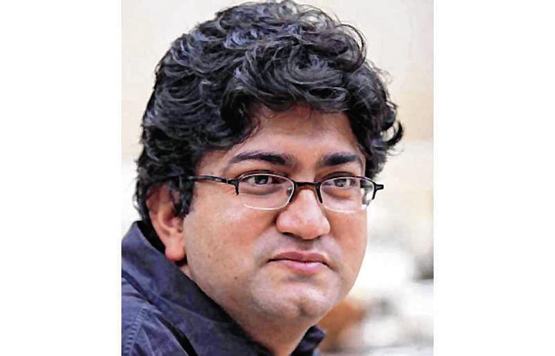 Prasoon Joshi bows to Karni Sena, to skip JLF